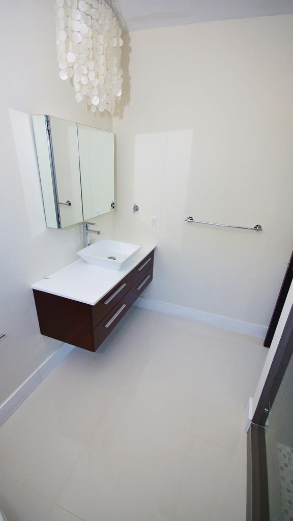 1ST BATH ROOM ENTRANCE FLOOR