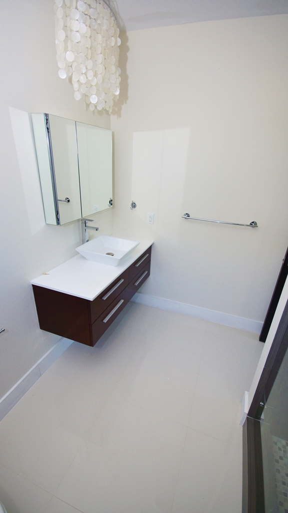 1ST BATH ROOM ENTRANCE FLOOR