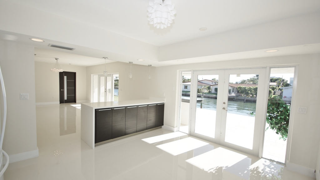BREAKFAST AREA+WATER VIEWS FOR LISTING