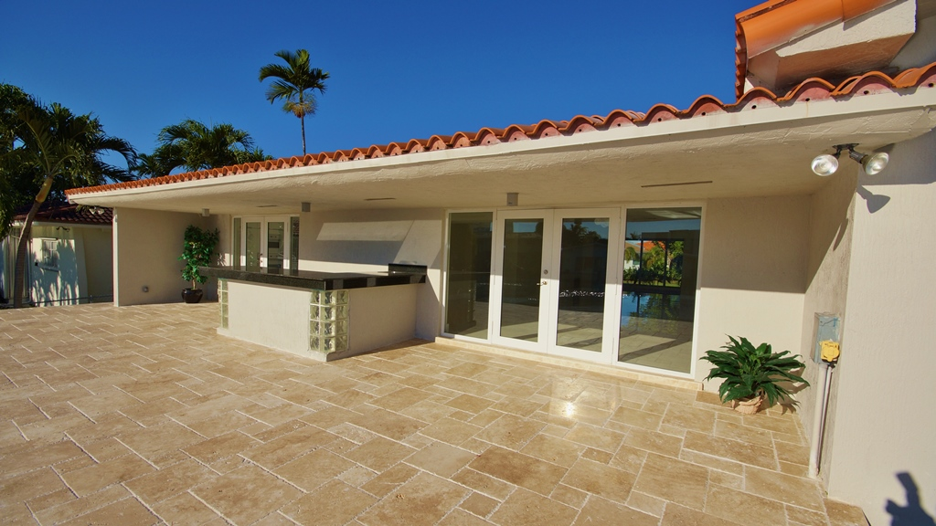 EXTERIOR ENTERTAINING AREA FOR LISTING